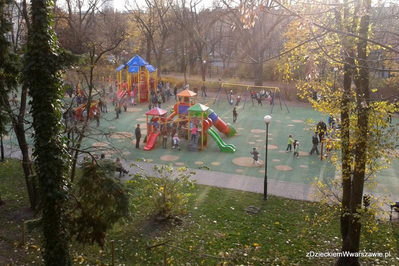 Plac zabaw przy Pl. Wilsona z górki