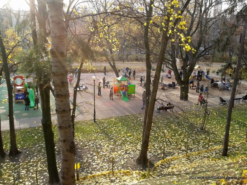 Plac zabaw przy Pl. Wilsona - widok z górki