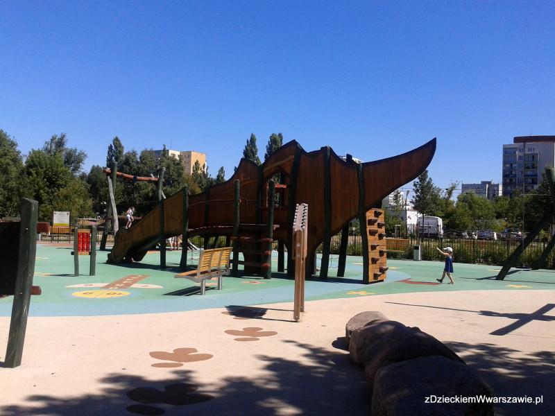Plac zabaw z dinozaurami