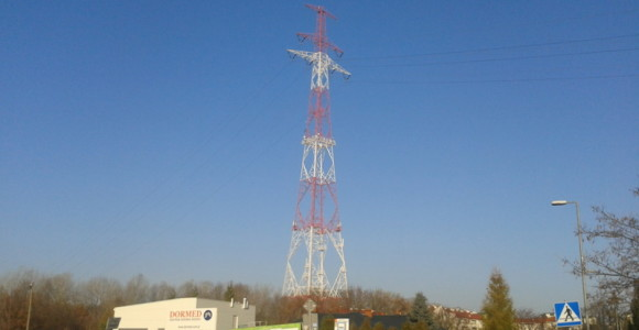 Słup linii energetycznej na Nowodworach