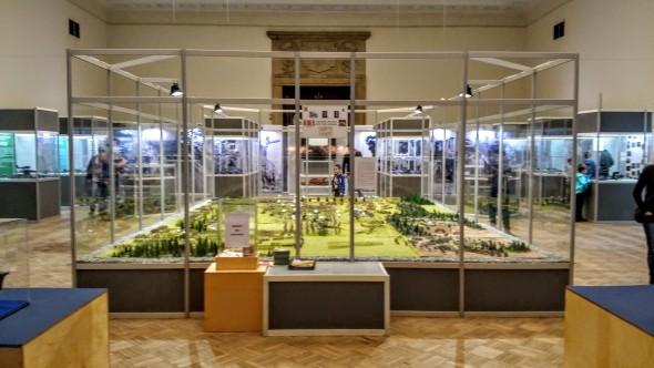 Widok z wejścia - cała wystawa