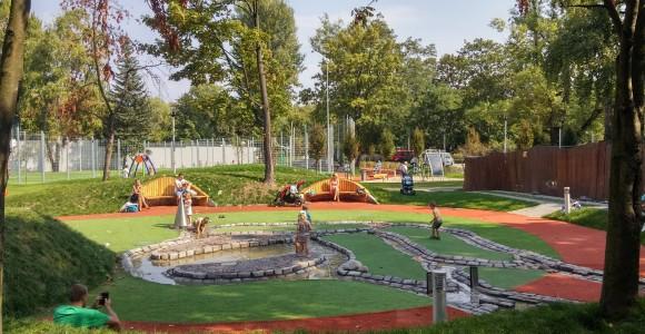 Plac zabaw przy fontannach