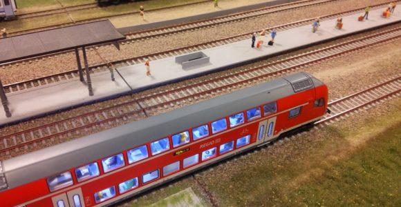 Makiety z pociągami na Stadionie Narodowym