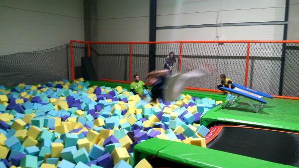 Skoki w gąbki w Jump Arena, trampoliny - Marywilska 44,