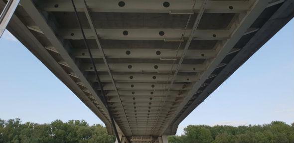 most Świętkorzyski od dołu - Bezpłatne rejsy po Wiśle