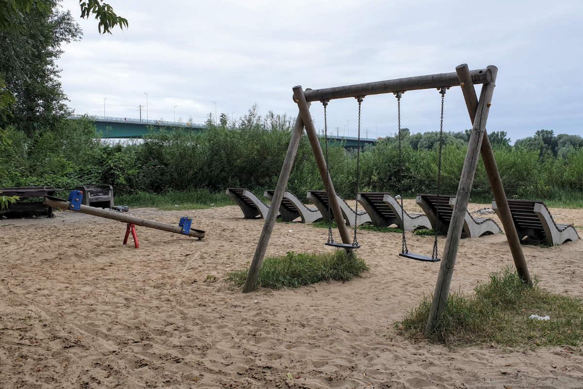Plaża przy Moście Północnym. Z dzieckiem? Niekoniecznie