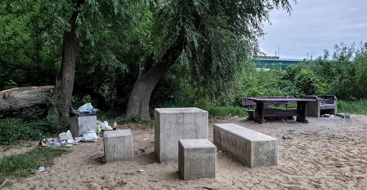 Plaża przy Moście Północnym Plaża Białołęcka śmieci